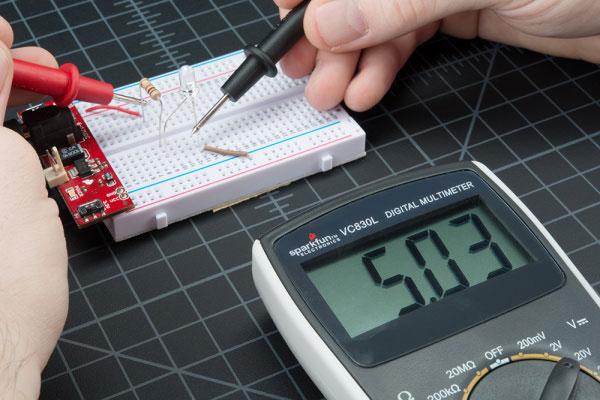 اندازه گیری ولتاژ به ولت متر دیجیتال